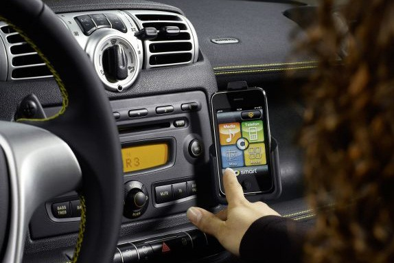 7 Smartphone Car Apps Every Driver Should Have