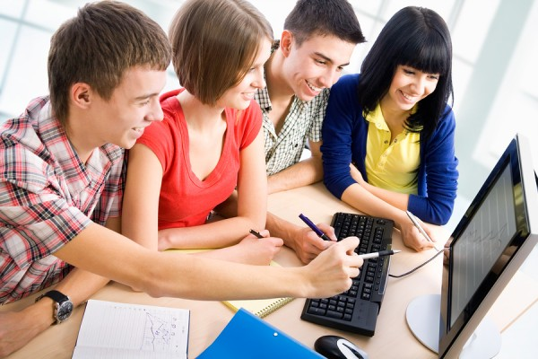 Technology To Students: The Unmistakable Advantages and Disadvantages
