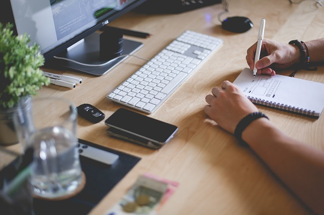 8 Benefits Of Hiring A Digital Marketing Agency Manchester Over In-House Personnel